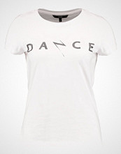 Vero Moda VMDANCESTUDIO Tshirts med print snow white/black