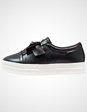 Lost Ink LOOP ON PLIMSOLL Slippers black