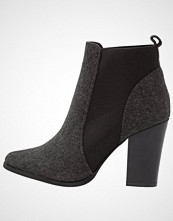 ONLY SHOES ONLBLUE HEELED BOOTIE Ankelboots med høye hæler grey