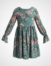 Glamorous Petite LONGSLEEVE DRESS WITH BELL SLEEVES Sommerkjole jade green floral