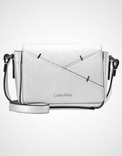 Calvin Klein LUNA SMALL  Skulderveske silver