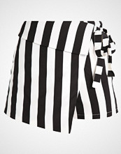Missguided STRIPE WRAP OVER Shorts mono