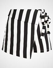 Missguided STRIPE WRAP OVER Shorts mono stripe