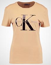 Calvin Klein SHRUNKEN TEE TRUE IC Tshirts med print tannin