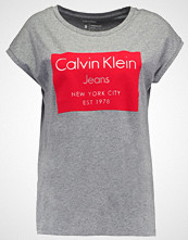 Calvin Klein TIKA Tshirts med print mid grey heather