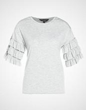 Dorothy Perkins TIER RUFFLR  Tshirts med print grey