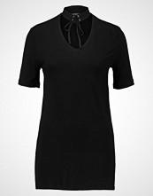 Miss Selfridge LACE UP CHOKER TEE Tshirts med print black