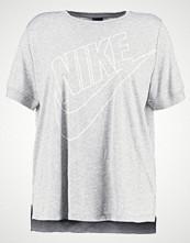 Nike Sportswear W NSW TOP SS PREP FUTURA EXT Tshirts med print  grey
