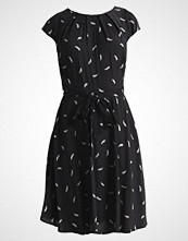 Dorothy Perkins Petite BILLIE AND BLOSSOM: DITSY Sommerkjole black