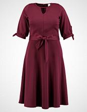 Lost Ink Plus DRESS WITH FULL SKIRT Sommerkjole burgundy