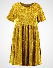 Glamorous Curve Sommerkjole acid yellow velvet