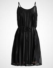 Vero Moda VMGLITZY PLEATED  Sommerkjole black