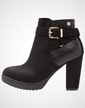 Xti Ankelboots med høye hæler black