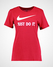 Nike Sportswear Tshirts med print noble red