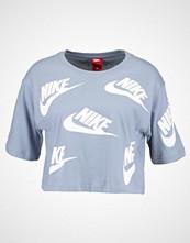 Nike Sportswear FUTURA TOSS Tshirts med print glacier grey/white