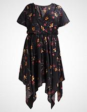 New Look Curves FLORAL HANKY  Fotsid kjole black