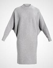 Morgan Strikket kjole gris chine