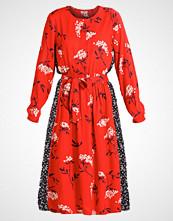 Moss Copenhagen NIJITHA Fotsid kjole red