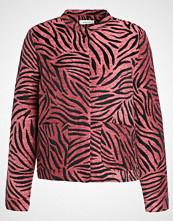 Modström DON Lett jakke red zebra