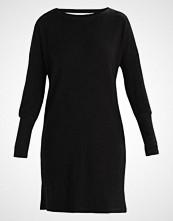 Noisy May NMCITY DEEP BACK Strikket kjole black