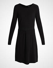 More & More Strikket kjole black
