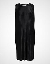 Glamorous Curve SLEEVELESS PLISSE DRESS Sommerkjole black plisse