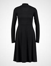 Lost Ink TIE BACK ENTRY FIT AND FLARE  Strikket kjole black
