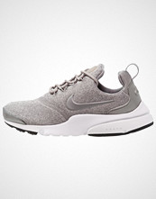 Nike Sportswear PRESTO FLY SE Joggesko dust/black/white/metallic pewter