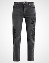 Free People EMBROIDERED GIRLFRIEND JEAN Straight leg jeans grey