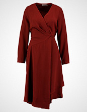 Finery London TRIANGLE ASYMETRIC WRAP DRESS Sommerkjole red