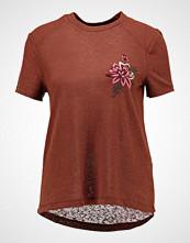 Only ONLHELENA BOX Tshirts med print tortoise shell