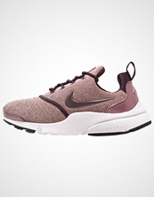 Nike Sportswear PRESTO FLY SE Joggesko port wine/particle pink/black/metallic mahogany