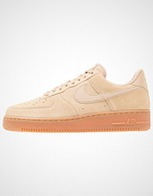 Nike Sportswear AIR FORCE 1 07 LV8 SUEDE Joggesko mushroom/medium brown/ivory