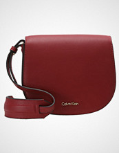 Calvin Klein METROPOLITAN Skulderveske red