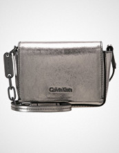 Calvin Klein GIFTING MICRO  Skulderveske silver