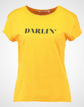 NA-KD NAKD DARLIN TEE Tshirts med print orange