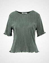 NA-KD NAKD PLEATED SHIMMERY  Tshirts med print duck green