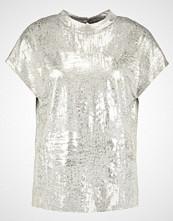 KIOMI Tshirts med print gold