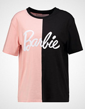 Missguided SPLICED BARBIE  Tshirts med print pink