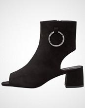 Public Desire SPACE Sandaler med ankelstøtte black