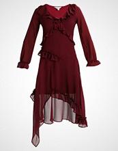 Miss Selfridge FRILL FRONT Sommerkjole burgundy