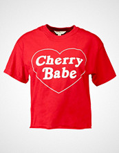 Miss Selfridge CHERRY BABE TEE Tshirts med print red