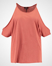 New Look Curves PRETTY COLD SHOULDER Tshirts med print salmon