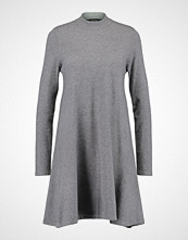 Vero Moda VMKARIS MARIKKA HIGHNECK DRESS Strikket kjole medium grey melange