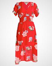 Miss Selfridge FLORAL DRESS Fotsid kjole red