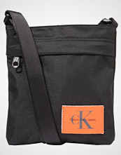 Calvin Klein SPORT ESSENTIAL MICRO FLATPACK Skulderveske black