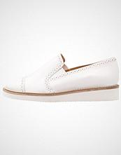 KIOMI Slippers white