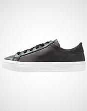 Adidas Originals COURTVANTAGE Joggesko core black/trace grey metallic/footwear white