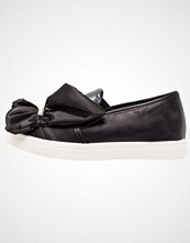 Lost Ink SUMMER RUFFLE PLIMSOLL Slippers black