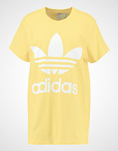 Adidas Originals ADICOLOR BIG TREFOIL TEE Tshirts med print sand